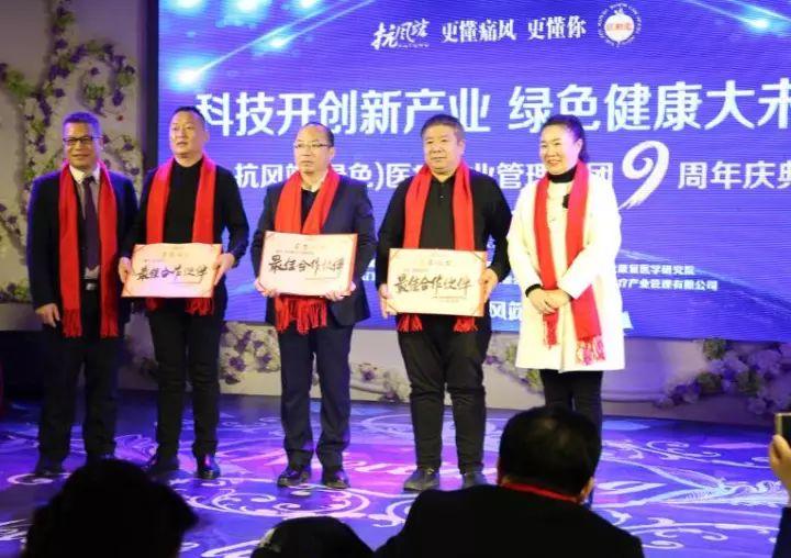 潘衛東(左二)、新時代王昭強(左三)、信有家(左四)